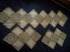 Rendas da Mãe: Naperons de quarto com croche e linho Diy Crafts Knitting, Diy Crafts Crochet, Crochet Projects, Sewing Crafts, Free Crochet Doily Patterns, Crochet Borders, Crochet Doilies, Crochet Round, Cute Crochet