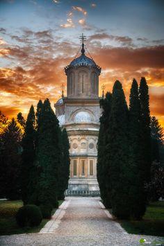 Curtea de Arges Monastery by Cezar Machidon on - Roumanie Beautiful Roads, Beautiful Landscapes, Wonderful Places, Beautiful Places, Ukraine, Romania Travel, Little Paris, Famous Castles, Bucharest