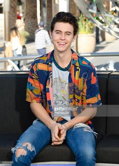 Nash Grier visits 'Extra' at Universal Studios Hollywood on November 29, 2016 in Universal City, California.