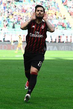 AC Milan's Spanish forward Fernandez Suso celebrates after scoring during the Italian Serie A football match AC Milan vs Palermo at the San Siro stadium in Milan on April 9, 2017. / AFP PHOTO / MIGUEL MEDINA