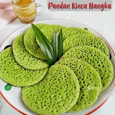 Image may contain: food Indonesian Desserts, Indonesian Cuisine, Asian Desserts, Pastry Recipes, Dessert Recipes, Resep Cake, Food Carving, Philippines Food, Classic Cake