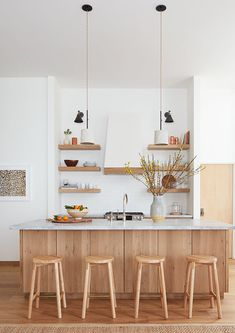 Minimalist decor – Eclectic Home Decor Today Minimalist Kitchen Design, Home Kitchens, Classic Kitchens, Kitchen Decor, Kitchen Room Design, Kitchen Interior, Interior Design Kitchen, Beautiful Kitchens, Minimalist Kitchen