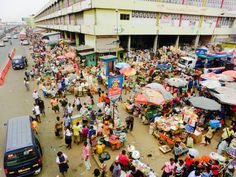 #Africa#Afrika#Ghana#accra#kaneshiemarket#people#food#cloths#colourful#trotro
