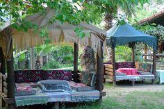 Ideas Covered Garden Seating Area Canopies For 2019 Garden Seating, Outdoor Seating, Outdoor Spaces, Outdoor Living, Outdoor Decor, Outdoor Ideas, Fresco, Covered Garden, Glass Garden