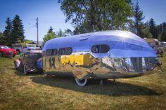 Hawley Bowlus, aviation designer responsible for Charles Lindberg's Spirit of St. Louis designed the Bowlus Road Chief travel trailer - only 80 were built. Airstream Campers, Camper Caravan, Camper Trailers, Vintage Rv, Vintage Caravans, Vintage Travel Trailers, Cool Campers, Retro Campers, Vintage Campers