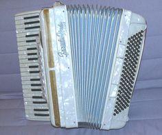 155684446_vtg-frontalini-artist-piano-accordion-accordian-white-.jpg (960×803)
