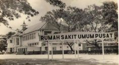Rumah Sakit AL Central Burgerijike Ziekenhuis (CBZ) 1923 (sekarang menjadi RS Dr. Soetomo - Karang Menjangan) City Of Heroes, Dutch East Indies, Colonial Architecture, Bogor, Semarang, Old City, Surabaya, Jakarta, Historical Photos