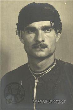 Εορτασμοί της 4ης Αυγούστου: Κρητικός.  Commemoration of 4th August: Cretan  1937. Δημιουργός Nelly's (Σεραϊδάρη Έλλη, Νέλλυ)  Ελληνικό Λογοτεχνικό και Ιστορικό Αρχείο (ΕΛΙΑ)- Μορφωτικό Ίδρυμα Εθνικής Τραπέζης (ΜΙΕΤ) Che Guevara