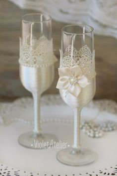 Encaje flores tostado flautas champán gafas grisáceo novia y