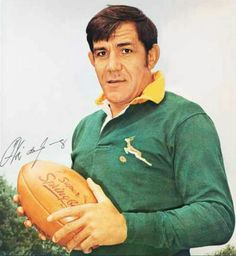Frederik Christoffel Hendrik Frik du Preez born 28 November 1935 is a former South African rugby union player who represented Northern Transvaal and the S Rugby Pictures, South African Rugby, International Rugby, South Afrika, Rugby Men, Rugby Players, My Childhood Memories, African History, Real Man