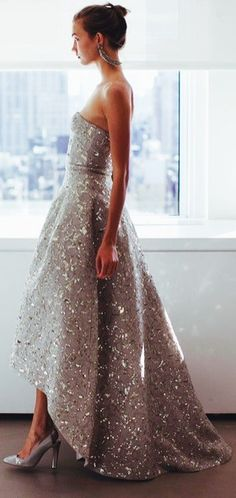 Oscar De La Renta. Reminds me of the Ariel's dress at the end of the little mermaid