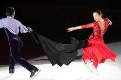 「THE ICE2017」で高橋大輔さんとコラボする浅田真央さん (1000×669)  「真央さんに大歓声 引退後初のショー「THE ICE」始まる」  http://www.sponichi.co.jp/sports/news/2017/07/29/kiji/20170729s00079000161000c.html