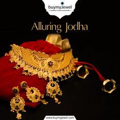 A source of greatness! Select from our aspiring range of Jodha Necklaces. Gold Jewelry Simple, Trendy Jewelry, Fashion Jewelry, Gold Fashion, Fashion Necklace, Gold Mangalsutra Designs, Gold Earrings Designs, Gold Designs, Antique Jewellery Designs