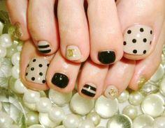 Nail art beige et noir