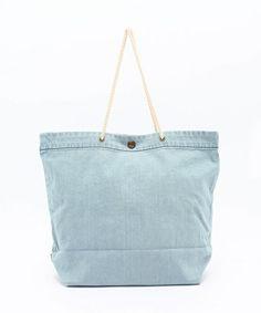 【ZOZOTOWN】haco!(ハコ)のトートバッグ「古着屋さんで見つけたような くたくたデニムのショップバッグ」(476015)を購入できます。