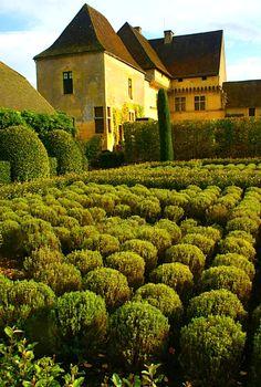 Jardins du Chateau de Losse, Dordogne Valley