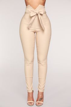 Shop pants for women for everyday styles and the latest trends. We have wide leg pants, skin-tight leather pants, cozy jogger pants, dressy pants, work-approved trousers and more at Fashion Nova. Black Girl Fashion, New Fashion, Womens Fashion, Fashion Trends, Dope Fashion, Cheap Fashion, Fashion 2017, Fashion Online, Fashion Ideas