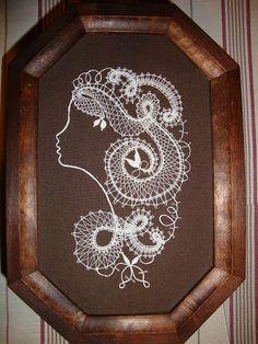 Lace Art, Bobbin Lace Patterns, Lady, Frame, Cupcakes, Crochet, Bobbin Lace, Lace Flowers, Tulips