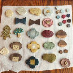 洋服やストール、バッグなどの可愛いアクセントになるブローチ。手作り派の人たちの中には、オーブン用の陶土を使ってオリジナルのブローチを作る人が増えています。オーブンで焼くだけで完成する素敵なブローチ、あなたも手作りしてみませんか♪