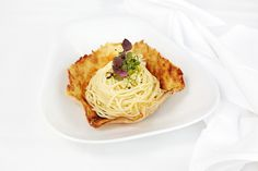 Trüffel Spaghettini im selbst gemachten Parmesan-Nest. Sehen fantastisch aus, schmecken auch so.