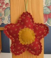 Star Flower Ornament | Making Christmas ornaments is particularly fun when kids are involved. So here's a really easy one especially for them!