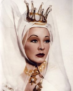 Vivien Leigh as the Lady Anne in Shakespeare's Richard III. , 1948.  Photo by Louis Athol Shmith