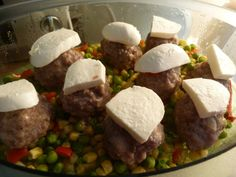 Mäsové guľky so zeleninou a cestovinami - parný hrniec (fotorecept) - recept | Varecha.sk Beef, Food, Meat, Essen, Ox, Ground Beef, Yemek, Steak, Meals