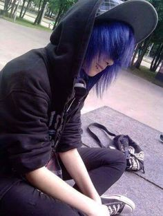 This boy, wearing dark clothes and sporting long, colored hair, could fall under the emo sub-culture Cute Emo Guys, Hot Emo Boys, Emo Love, Emo Girls, Emo Boy Hair, Emo Scene Hair, Animes Emo, Emo People, Pelo Multicolor
