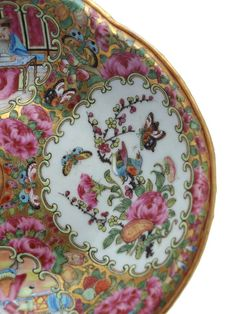 China, Rose Medallion Dinner Service, circa 1840   From a unique collection of antique and modern ceramics at https://www.1stdibs.com/furniture/asian-art-furniture/ceramics/