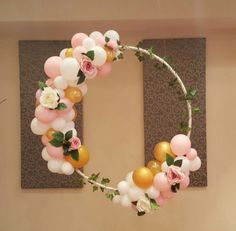 These 13 Awesome DIY Hula Hoop Wreaths are the perfect, eye-catching decoration for any party or event. If you've been wondering how to make a DIY hula hoop wreath, check out some of our favorites for inspiration. These Jumbo wreaths made with…Read Diy Ballon, Ballon Party, Decoration Evenementielle, Garden Decoration Party, Hula Hoop, Unicorn Party, Baby Shower Decorations, Decorations For Party, Diy 30th Birthday Decorations