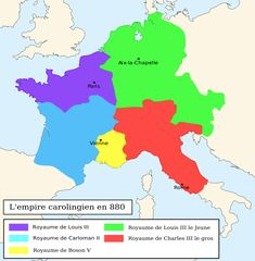 Empire Carolingien en 880. Le royaume de Carloman II figure en bleu. Il hérite à la mort de son frère Louis III en 882 du royaume de ce dernier (en mauve). - 3) CARLOMAN II: .. et s'est fait couronner à Mantaille, près de Vienne et contre lequel sont menées 3 expéditions. La 1°, à l'été 880, vise à pacifier le Berry, l'Autunois et le Nivernais. Après d'être emparés de Mâcon, ils mettent le siège devant Vienne avec CHARLES LE GROS, roi d'Italie.
