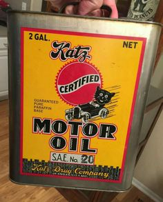 RARE Original Katz Motor Oil Can - 2 Gallon Old Gas Pumps, Vintage Gas Pumps, Vintage Oil Cans, Vintage Tins, Automotive Shops, Gas Service, Old Gas Stations, O Gas, Vintage Packaging