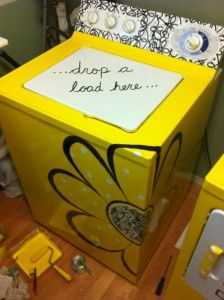 paint your old washer for a pop of creativity in a boring laundry room!