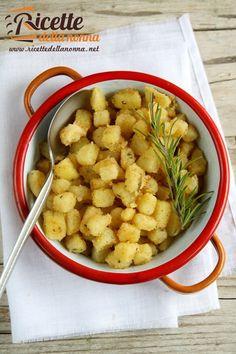 L'articolo Patate sabbiose proviene da Ricette della Nonna. Sbucciate le patate, tagliatele a cubetti non troppo piccoli e lessateli in una pentola partendo con acqua fredda. Quando l'acqua bolle, cal