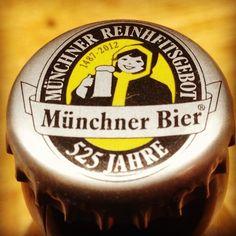 Augustiner Weissbier #bier #beer #cerveza #condeduque #malasaña #weissbier #bayern #franken @condeduquegente #photo #follow #germany #deutschland #alemania #wurst #drink #bar #tasca #madrid #aperitivo #chapa #botella #bottle #weissbier #trigo #augustiner #münchen #Múnich #baviera by barleinermadrid