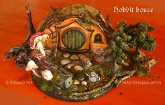 The Longtree family hobbit house Tin Cans, Fun Projects, Painting On Wood, Acrylics, Conservation, Repurposed, Decoupage, Recycling, Shabby Chic