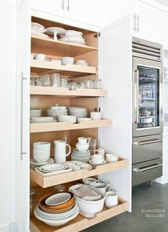 Slide out kitchen pantry drawers by Heather Bullard . Slide out kitchen pantry drawers by Heather Bullard Kitchen Redo, New Kitchen, Kitchen Dining, Kitchen Ware, Smart Kitchen, Awesome Kitchen, Updated Kitchen, Design Kitchen, Country Kitchen