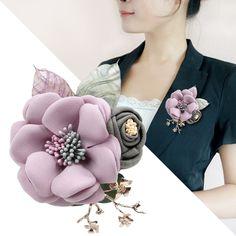 Купить товарТкань цветок брошь ювелирные изделия брошь pin куртка кардиган красивая леди высокого класса модные аксессуары цветы в категории Брошина AliExpress. Ткань цветок брошь ювелирные изделия брошь pin куртка-кардиган красивая леди высокого класса модные аксессуары цветы