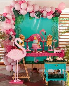 The flamingo party is super cheerful and has a charming decor and if you are thinking of making a tropical flamingo party check our tips. Pink Flamingo Party, Flamingo Baby Shower, Flamingo Decor, Flamingo Birthday, Luau Birthday, 1st Birthday Parties, Birthday Party Decorations, Birthday Balloons, Havanna Party