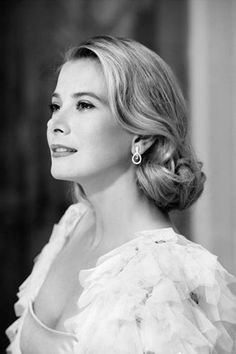 Royals that married in to the Royal Families since 1800 Monaco Grace Patricia Kelly Born November 1929 and died September 1982 Look Vintage, Vintage Glamour, Vintage Beauty, Grace Kelly Style, Princess Grace Kelly, Kate Grace, Hollywood Glamour, Classic Hollywood, Camille Gottlieb