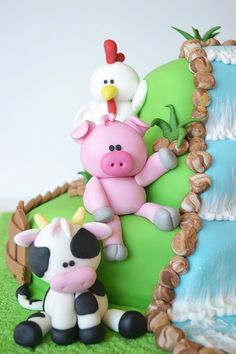 Close-up detail of cow, pig and chicken Farm cake by deborah hwang, via Flickr