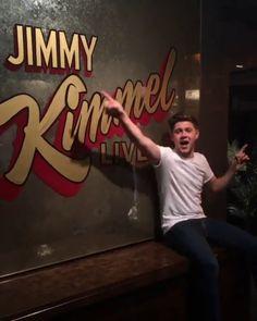 jimmykimmellive: Look who's here! OMG OMG OMG @NiallHoran One Direction Singers, Jimmy Kimmel Live, Dance With You, Irish Boys, James Horan, Niall Horan, Make Me Happy, I Love Him, My Boys