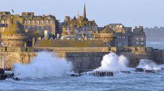 Par forts coefficients, les marées sont impressionnantes à Saint-Malo.