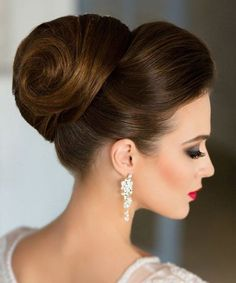 Wedding Hairstyles Updo - In this moment, I like to share about 15 Beautiful High Bun Wedding Updo Hairstyles. Therefore, a lot of beautiful updo hairstyle that you can copy. Natural Hair Updo, Short Hair Updo, Natural Hair Styles, Thick Hair Updo, Down Hairstyles, Braided Hairstyles, Wedding Hairstyles, Updo Hairstyle, Hairstyles 2018