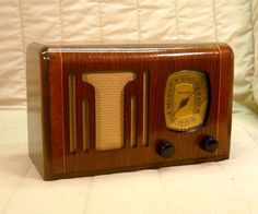 Old Antique Wood Philco Vintage Tube Radio - Restored Working Art Deco Table Top. eBay auction ends tonight at 10:30 eastern!