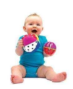 Brincadeiras para os primeiros 12 meses do bebê (dicas mês a mês) | Macetes de Mãe