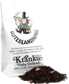Sen 1977 har det blivit ungefär 30 egna teblandningar som vi blandar och packar för hand mitt i hjärtat av världsarvsstaden Visby. Alla blandningar har namn, dofter, smaker, inspiration och illustr...