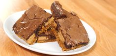 These outrageous brownies are the craziest, most delicious things I've made in a long time! Don't let the amount of peanut butter and… Köstliche Desserts, Delicious Desserts, Dessert Recipes, Yummy Food, Brownie Recipes, Cookie Recipes, Yummy Treats, Sweet Treats, Cookie Brownie Bars