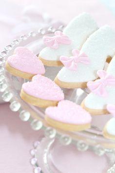 cinderella cookies Sweet Like Candy, Cupcakes, Cupcake Cakes, Yummy Treats, Sweet Treats, Donuts, Mini Meringues, Cinderella Birthday, Pink Foods