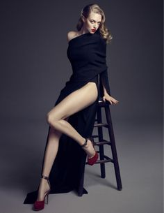 Amanda Seyfried gorgeous legs in high heels Amanda Righetti, Beautiful Celebrities, Beautiful Actresses, Amanda Seyfried Photoshoot, Amanda Seyfried Bikini, Amanda Seifried, Bollywood, Elle Magazine, Beautiful Legs
